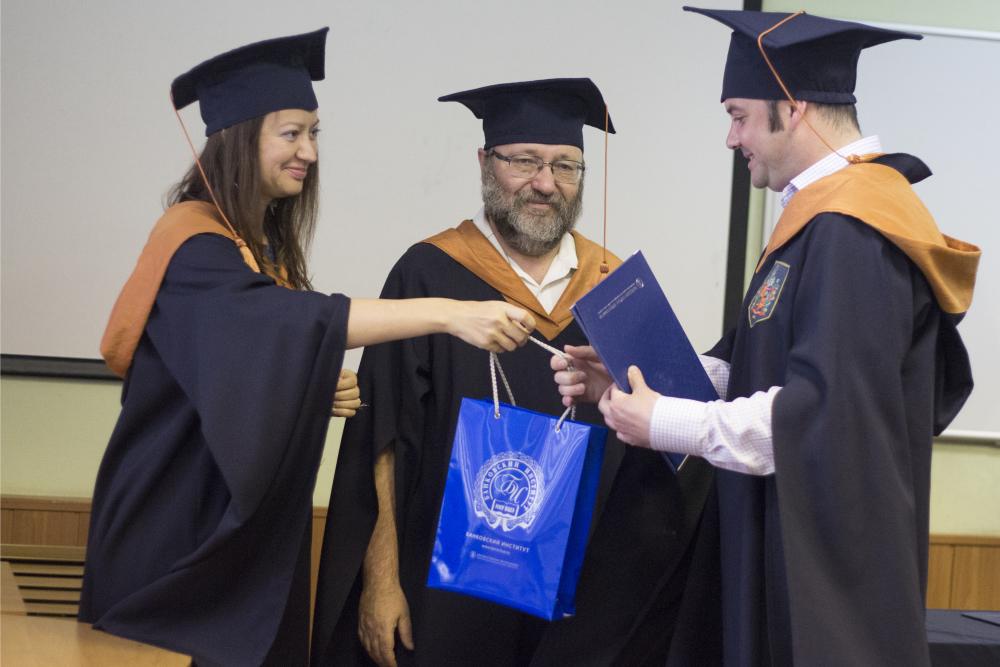 Выпускникам программы Банковское дело вручили дипломы об  3 jpg